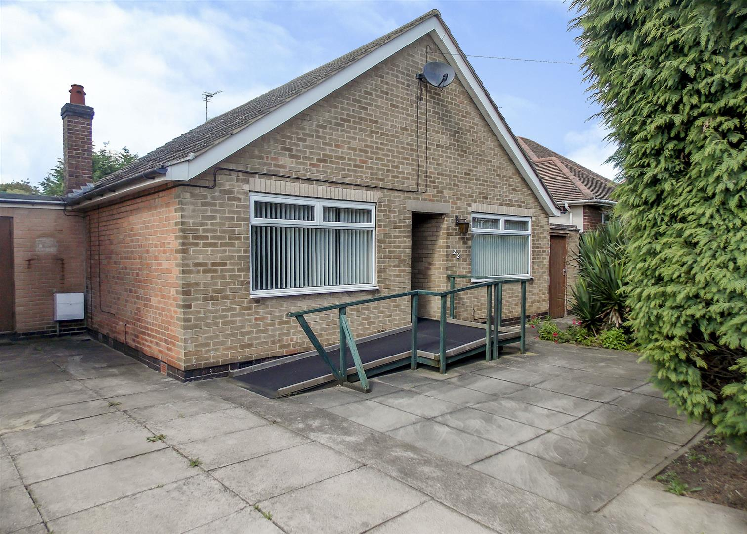 2 Bedrooms Detached Bungalow for sale in Newbery Avenue, Long Eaton